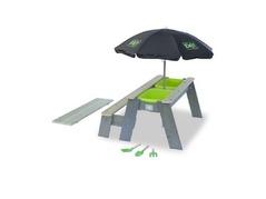 exit-aksent-zand-water-en-picknicktafel-1-bankje-met-parasol-en-tuingereedschap.jpg
