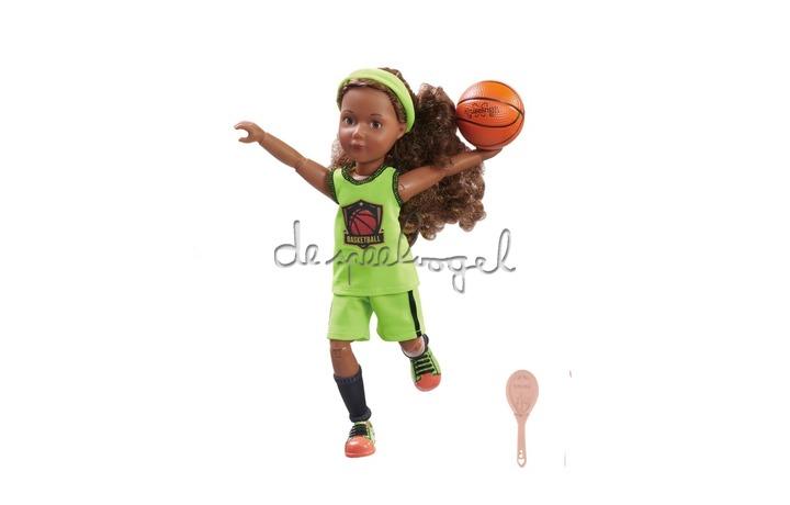 126849 Joy trainiert Basketball